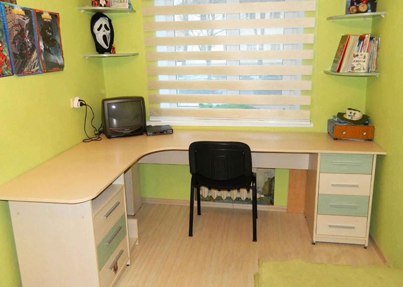 Письменный стол в Ярославле - купить письменные столы недоро.